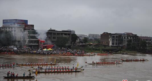 端午节:株洲市攸县洣河沿岸数万百姓赏龙舟