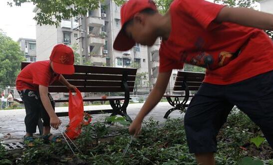 转载株洲文明网:提升志愿服务意识 株洲社区表彰12名学生志愿者